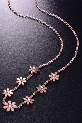 Gold Tone Floral Necklace Daisy Bloom